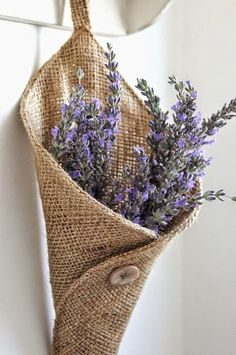25 DIY Burlap Decor Projects Do you love the look of burlap decor? These breathtaking DIY burlap projects give a touch of rustic or farmhouse style to your home. Burlap Projects, Burlap Crafts, Fabric Crafts, Diy And Crafts, Sewing Projects, Craft Projects, Burlap Decorations, Project Ideas, Craft Ideas