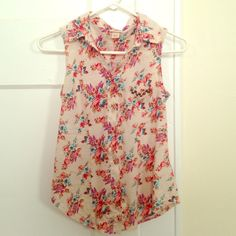 Floral Sleeveless Button-up! A floral sleeveless button up! has a pocket on chest with brown studs. Really cute top! Too small on me /: Mossimo Supply Co Tops Button Down Shirts
