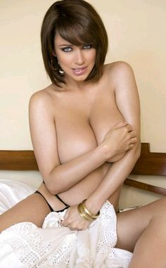 Sophie howard breasts
