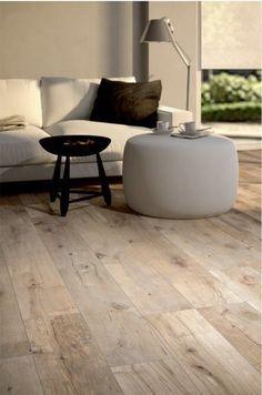 flooring concreto pulido Fliesen in Holzoptik - die moderne Alternative Laminate Flooring Basement, Wood Tile Floors, Wood Look Tile, Vinyl Flooring, Rubber Flooring, Imperial Tile, Wood Effect Porcelain Tiles, Porcelain Floor, Alternative Flooring