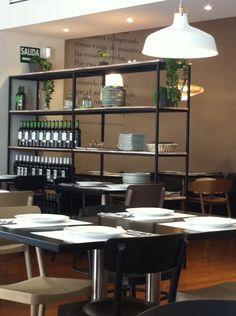 #oslo #vegan #valencia #restaurante #vegetariano Oslo, Valencia, Shelving, Home Decor, Restaurants, Places, Shelves, Decoration Home, Room Decor