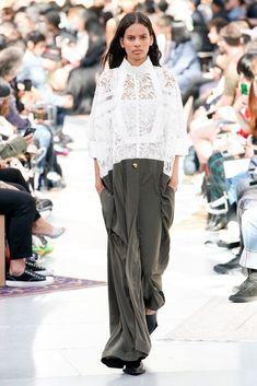 Sacai Spring 2020 Menswear Fashion Show Collection: See the complete Sacai Spring 2020 Menswear collection. Look 15 Catwalk Fashion, Fashion 2020, Fashion Show Collection, Summer Collection, Vogue Russia, Mens Fashion, Fashion Trends, Fashion Menswear, Fashion Details