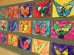 Le chat et l'oiseau de Paul Klee Plier une feuille en 2. Déplier et dessiner un grand «U» en utilisant le pli comme milieu.Tirer 2 lignes obliques de la pointe du «U» jusqu'au milieu du pli. Ajouter 2 grands ovales horizontaux pour les yeux et 2 petits ovales verticaux pour les iris, 1 triangle étiré pour le nez, 1 coeur pour le bout du nez et 2 lignes courbes pour la bouche. Dessiner un oiseau simple sur la tête. Repasser sur les lignes avec un crayon noir et peindre à la peinture à l'eau.