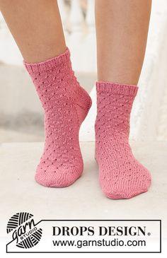 Ravelry: Springtide Dance pattern by DROPS design Lace Patterns, Knitting Patterns Free, Free Knitting, Knitting Socks, Drops Design, Crochet Socks, Knit Crochet, Knit Socks, Magazine Drops