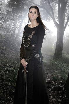 Valkyrja Viking Warrior, Viking Woman, Viking Age, Viking Clothing, Women's Clothing, Nordic Vikings, Viking Culture, Viking Dress, Historical Costume