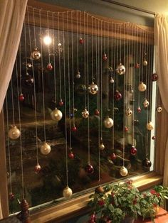 101 Christmas decorations easy and cheap - Christmas Crafts Christmas Window Decorations, Decorating With Christmas Lights, Christmas Themes, Christmas Decorations Apartment Small Spaces, Christmas Decorations Diy Cheap, Christmas Kitchen Decorations, Diy Christmas Crafts To Sell, Christmas Crafts For Adults, Christmas Makes To Sell