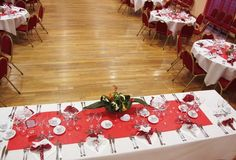 D co mariage on pinterest rouge mariage and marque place - Deco table rouge et blanc ...