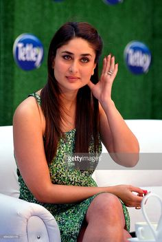 Indian Bollywood film actress Kareena Kapoor, as new Tetley Green Tea Brand Ambassador, poses during the 'Tetley Green Tea' re-launch campaign in Mumbai on January Get premium, high resolution news photos at Getty Images Bollywood Girls, Indian Bollywood, Bollywood Stars, Bollywood Fashion, Kareena Kapoor Saree, Kareena Kapoor Photos, Sneha Saree, Beautiful Bollywood Actress, Most Beautiful Indian Actress