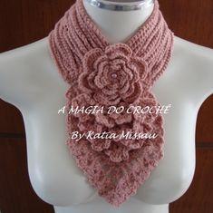 Olá amigas queridas! Hoje trago a gola Genova na cor rosa seco em lã. Essa gola é composta por uma flor central e uma cascata de peque...