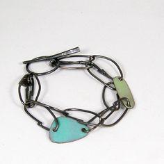 Link Bracelet/Double, sterling silver, enamel on copper. Metal Bracelets, Handmade Bracelets, Bangle Bracelets, Handmade Jewelry, Bangles, Jewelry Crafts, Jewelry Art, Jewelry Design, Jewelry Ideas