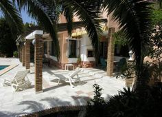 Villa for Sale in Calahonda, Costa del Sol - A big villa situated in the old part of Calahonda with stunning views to the Mediterranean Sea and Cabopino Golf.  When one enter the entrance the feeling of peace and atmosphere hit you right away. A beautiful mature garden with automatic irrigation system is the first you notice.