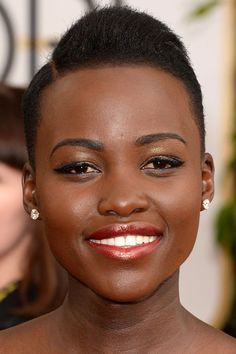 2014 Golden Globe Awards - Lupita Nyong'o makeup - my skin is much lighter than hers, but these colors are so universally flattering that I could wear them. She is simply gorgeous!