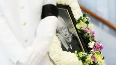 Moving scenes at lying in state of Mr Lee Kuan Yew - Channel NewsAsia