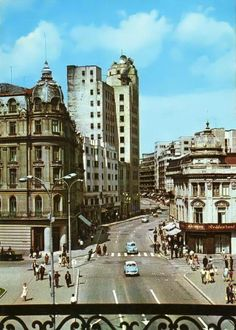 Old view of Calea Victoriei, Bucharest, Romania Beautiful Buildings, Beautiful Places, History Of Romania, Central And Eastern Europe, Bucharest Romania, Old City, Big Ben, Places To Visit, Communism