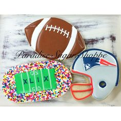 Football helmet New England Patriots decorated cookies by Paradise Sugar Shoppe Sugar Cookie Royal Icing, Iced Sugar Cookies, Cookie Frosting, Football Sugar Cookies, Football Desserts, Football Helmet Cake, Super Bowl, Cut Out Cookies, Custom Cookies