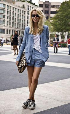 Um look que adoro e quero tentar fazer igual, só preciso do shorts e all-star preto. Vogue Daily — Elin Kling, Editor