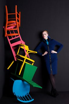 Colorful chairs window display design, winter window display, shop window d Fashion Window Display, Window Display Design, Store Window Displays, Funky Chairs, Colorful Chairs, Colorful Interior Design, Bright Art, Luxury Furniture Brands, Shop Front Design
