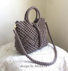 Best 12 No photo description available Macrame Purse, Macrame Necklace, Macrame Knots, Macrame Jewelry, Necklace Set, Crochet Tutorial, Macrame Tutorial, Bag Crochet, Crochet Purses