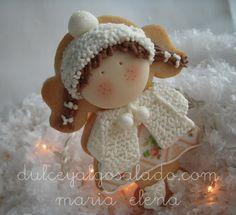 dulce y algo salado-cursos de galletas decoradas: Navidades blancas I Little angel (or carol singer) decorated cookie