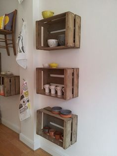 Smart & Creative Repurpose Ideas for Old Wooden Crates - Home Dekor Wooden Crates Kitchen, Wooden Crate Shelves, Old Wooden Crates, Diy Wooden Crate, Diy Wood Shelves, Crate Bookshelf, Crate Shelving, Wooden Crate Furniture, Crate Decor