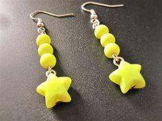Boucles d'oreilles fluorescent étoile jaune de la boutique TheAsaliahShop sur Etsy
