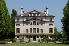 Villa Malcontenta, Open beginning May 1 on Saturday and Tuesday mornings from am to pm (noon) € 10 per person Andrea Palladio, Padua Italy, Villas In Italy, Italian Home, Art Nouveau Architecture, Architectural Elements, Historic Homes, Building Design, World Heritage Sites