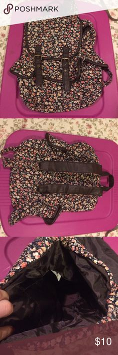 Floral backpack Floral backpack barely used. No signs of wear. Bags Backpacks