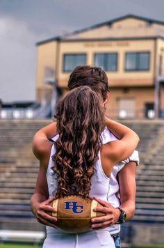 ❤️ Football Cheerleader Couple, Cheerleader Halloween, Football Cheerleaders, Senior Photos Girls, Cute Couples Photos, Cute Couples Goals, Football Pictures, Cheer Pictures, Couple Goals Relationships