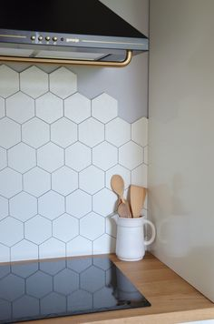 Kitchen Backsplash with 2 Different Tiles . Kitchen Backsplash with 2 Different Tiles . Marble Hexagon Tiles In the Kitchen with Plant Wall Kitchen Backsplash, Ceramic Kitchen Tiles, Hexagon Tile Kitchen, Patchwork Kitchen, Honeycomb Tile, Hexagon Tiles, Hexagon Tile Backsplash Kitchen, Kitchen Wall Tiles, Hexagon
