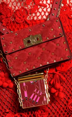 Valentino Handbags Fall ultimate guide to the hottest fashion handbags style inspiration from around the world. Red Fashion, Colorful Fashion, Fashion Details, Fall Handbags, Fashion Handbags, 2017 Handbags, Valentino Designer, Mode Glamour, Valentino Handbags