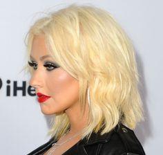 Christina Aguilera Short Blonde 'Shab' Cut for The Voice Celebrity Bobs, Celebrity Hairstyles, Hairstyles Haircuts, Bob Haircuts, Christina Aguilera, Divas, Unnatural Hair Color, Blonder Bob, Medium Short Hair
