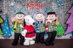 Peanuts Characters... Vive la época navideña en Knott's #Merry Farm @knottsberryfarm