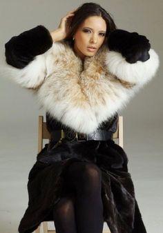 Fur Fashion, Womens Fashion, Fashion Tips, Fur Jacket, Fur Trim, Coats For Women, Beautiful Outfits, Fall Outfits, How To Wear