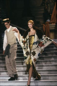 John Galliano for Christian Dior Haute Couture S/S One of the most Great collections and show in Fashion history. Trend Fashion, Fashion Weeks, Art Deco Fashion, Runway Fashion, High Fashion, Fashion Show, Vintage Fashion, Fashion Design, 1920s Fashion Women