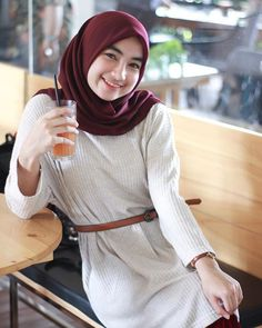 Beautiful Hijab is Looking For a Partner For Life - Setahunbaru Casual Hijab Outfit, Hijab Chic, Hijabi Girl, Girl Hijab, Beautiful Hijab Girl, Cigar Girl, Muslim Dress, Joko, Muslim Women