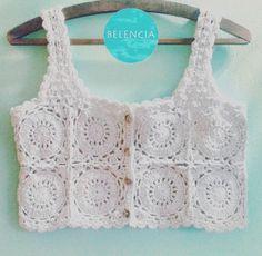 "Crochet Shirt Crochet tank top ""This post was discovered by Avi"" Crochet Yoke, Crochet Summer Tops, Crochet Halter Tops, Crochet Shirt, Crochet Crop Top, Crochet Baby, Crochet Bikini, Diy Crafts Crochet, Crochet Flower Tutorial"