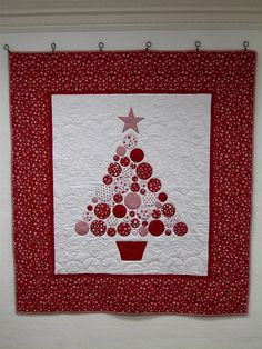 Baubles - Christmas Tree Quilt by lululollylegs, via Flickr - I'd like to try these in non-traditional Christmas colours eg. Purple and lime green or turquoise.