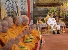 BANGKOK - De Thaise koning Bhumibol Adulyadej herstelt in het ziekenhuis van een bloedinfectie en een gezwollen long, meldde de koninklijke voorlichtersdienst zondag. De gezondheid van de 88-jarige vorst is een beladen onderwerp in Thailand, niet in de laatste plaats omdat het dan ook al snel over zijn opvolging gaat. Thailand kent zeer strenge wetten... (Lees verder…)