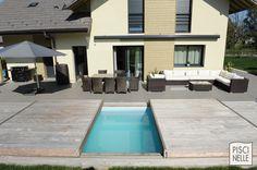 La couverture de piscine Piscinelle fait office de deuxième terrasse.