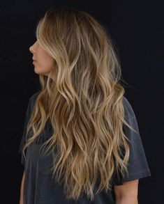 9 Best Fall Hair Trends That Will Inspire Your Next Look Balyage Long Hair, Cabelo Ombre Hair, Brown Hair Balayage, Blonde Hair With Highlights, Brown Blonde Hair, Light Brown Hair, Light Hair, Honey Balayage, Medium Blonde