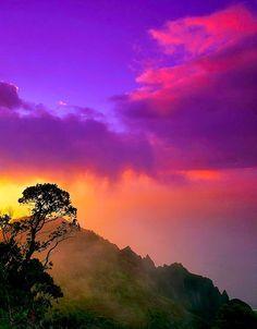 The purple sunsets in Kauai, Hawaii.   Book flights>>https://www.travelstart.com.eg/  #travelstartegypt #travel #hawaii #sunsets   Pin saved from: 036 33610