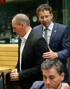 epa04818096 Dutch Finance Minister and President of Eurogroup Jeroen Dijsselbloem (R) and Greek Finance Minister Yanis Varoufakis (L) at the start of a special Eurogroup Finance ministers meeting on Greek crisis at EU council headquarters in Brussels, Belgium, 25 June 2015.