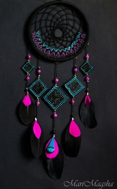 Neon and Black dream catcher. dreamcatcher - looooove the colors A black and pink dream catcher which is perfect for your room dreamcatcher:b prettiest pink ever It'll match my room perfectly Fun Crafts, Diy And Crafts, Arts And Crafts, Los Dreamcatchers, Dream Catcher Craft, Black Dream Catcher, Making Dream Catchers, Dream Catcher Mobile, Beautiful Dream Catchers