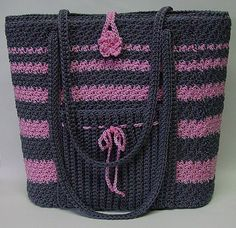 nice bag - free crochet pattern uses size 18 LaEspiga Omega nylon Love the pocket on the outside.  Really like this.. would be a great beach bag & the pocket could be used for your cell phone! ♡ Teresa Restegui http://www.pinterest.com/teretegui/ ♡