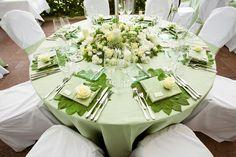 GREEN wedding decoration table leaves flowers roses white menu card  GRÜN Hochzeit Dekoration Tischdeko Blätter Rosen weiss Menükarte Namensschilder