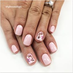 Gel manis with flowers design