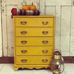 Retailer Showcase: October 2016 #DIY #furniturepaint #paintedfurniture #homedecor #countrychicpaint #retailer #showcase #chalkpaint - blog.countrychicpaint.com