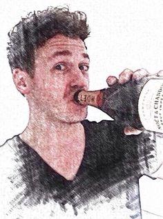 Robbert van den Bergh met fles drank