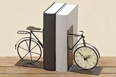 Prasa i książki rowerowe #rowery Home Living, Bookends, Clock, Retro, Wall, House, Design, Home Decor, Sport