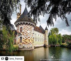 Château Saint-Germain de Livet | Photo @cbuiron #chateaux #boiteaufle